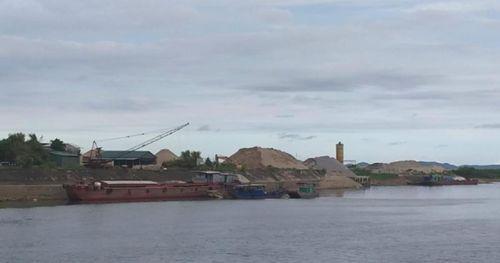 Cảng, bến trái phép ở Quảng Ninh vẫn vô tư hoạt động: Do thủ tục rườm rà?