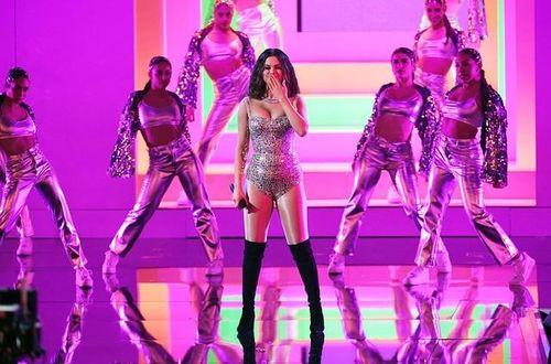 Sự nổi tiếng gây tranh cãi của Selena Gomez