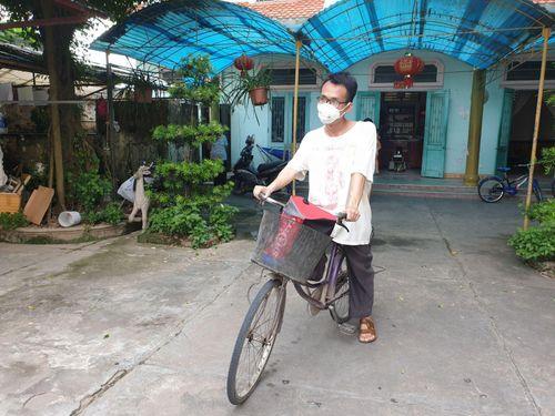 Thí sinh 31 tuổi đạp xe hơn 30 km đến điểm thi