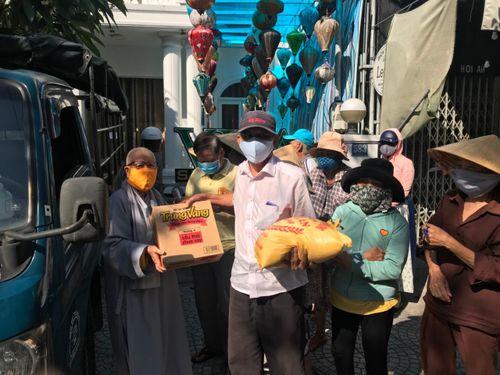 Tặng quà từ thiện tại Quảng Nam, Đắk Nông