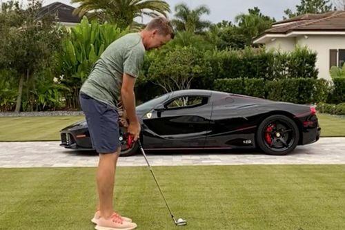 Đánh bóng golf xuyên qua cửa sổ siêu xe 4,9 triệu USD