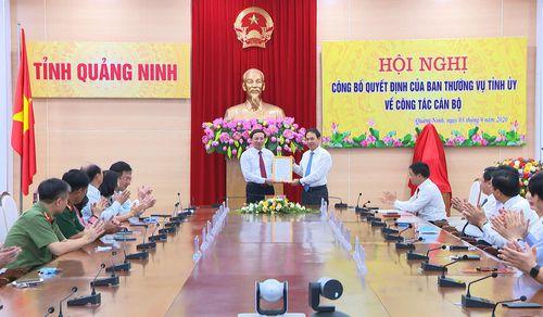 Trao quyết định nghỉ hưu theo chế độ đối với Phó Chủ tịch Thường trực UBND tỉnh Đặng Huy Hậu