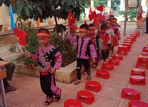 Thầy cô thức khuya sửa đường đón học sinh dân tộc Mông ngày khai giảng
