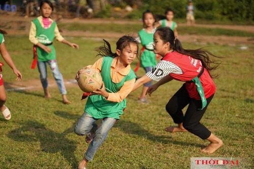 Cô bé khiếm thính thay đổi cuộc sống nhờ bóng bầu dục