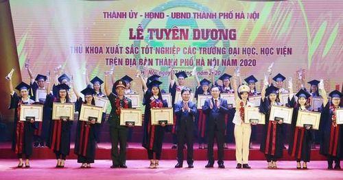 Hà Nội tuyên dương 88 thủ khoa xuất sắc năm 2020