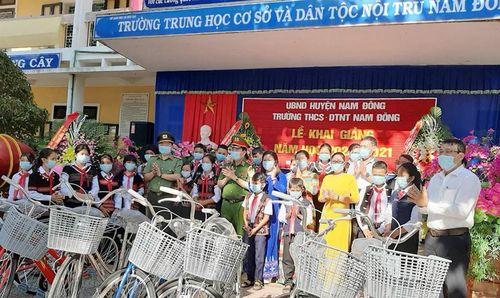 Thứ trưởng Lê Quốc Hùng dự khai giảng ở huyện miền núi TT-Huế