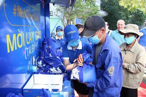 Chủ nghĩa cộng đồng và việc phát huy các giá trị cộng đồng trong ứng phó với khủng hoảng COVID-19 ở Việt Nam
