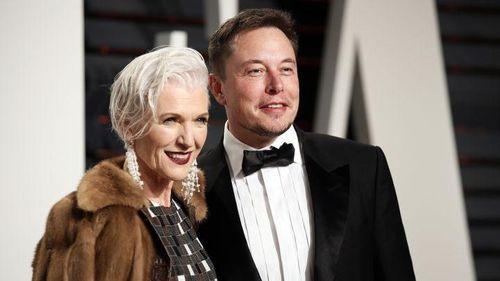Sách của mẹ Elon Musk đắt khách