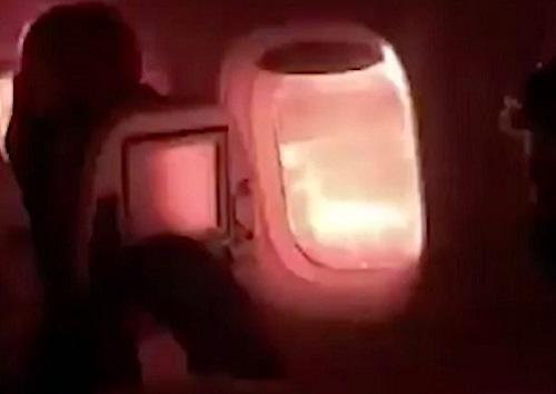 Máy bay cất cánh chưa bao xa, hành khách 'đứng tim' khi thấy lửa bùng lên ngoài cửa sổ