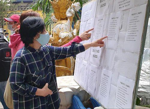 Nhiều người bật khóc khi tìm được tro cốt thất lạc ở chùa Kỳ Quang 2