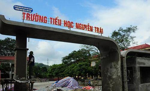 Hà Giang: Tạm đình chỉ giáo viên tát và đánh học sinh trên lớp