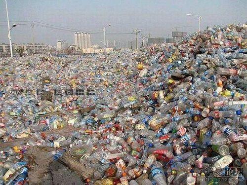 Độc lạ: Choáng váng trước ngôi nhà được làm từ... hàng ngàn vỏ chai nhựa, vững chãi và kiên cố tới khó tin