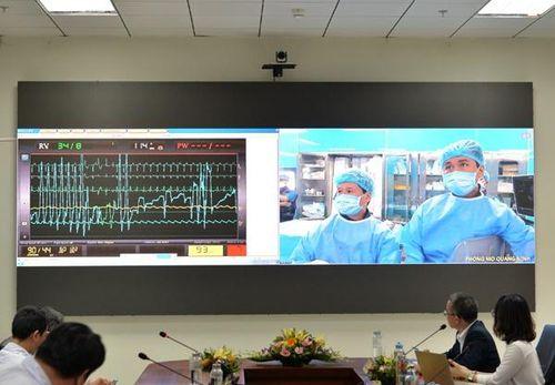 Bệnh nhi Cô Tô được khám bệnh từ Hà Nội qua Viettel Telehealth