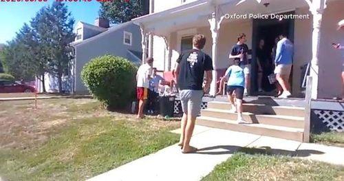 Biết mắc Covid-19, nhóm sinh viên Mỹ vẫn tiệc tùng tưng bừng