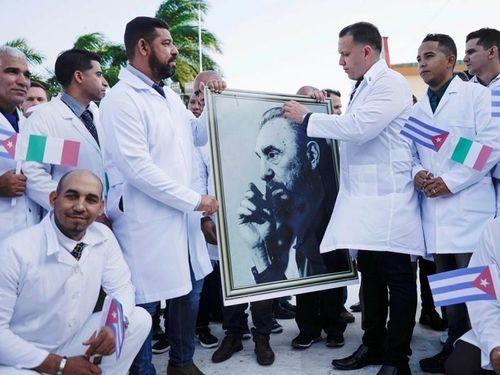 Reuters ca ngợi 'đội quân áo blouse trắng' tuyệt vời của Cuba