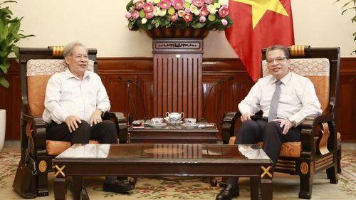 Thứ trưởng Ngoại giao Đặng Minh Khôi làm việc với Hội Kỷ lục gia Việt Nam