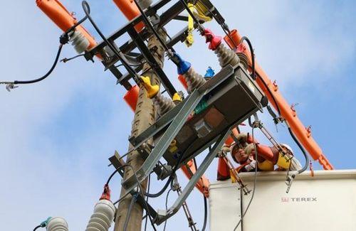Điện lực Núi Thành củng cố lưới điện trước mùa mưa bão