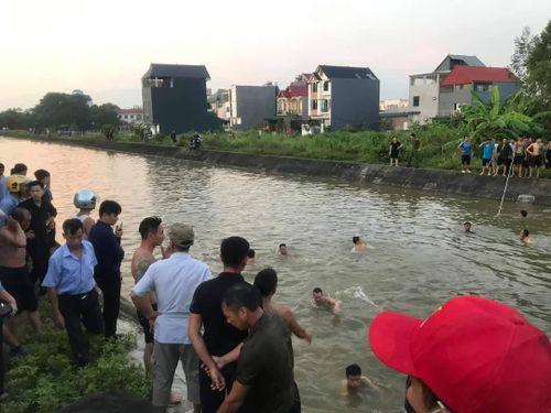 Vĩnh Phúc: Tìm thấy thi thể người ông trong vụ ba ông cháu ngã xuống kênh