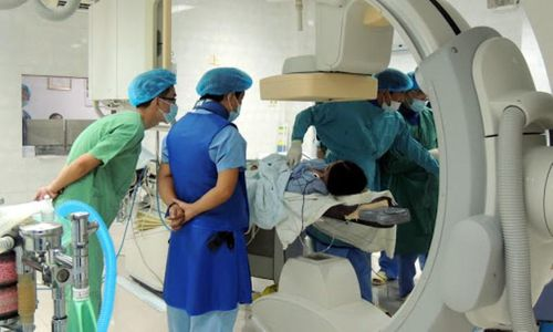 Từ vụ nâng khống thiết bị y tế tại Bệnh viện Bạch Mai: Kẽ hở trong xã hội hóa