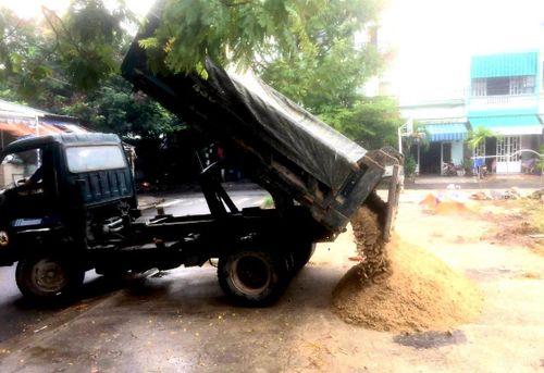 Chính quyền mua cát cho dân chống bão số 5, cộng đồng mạng rần rần 'thả tim'