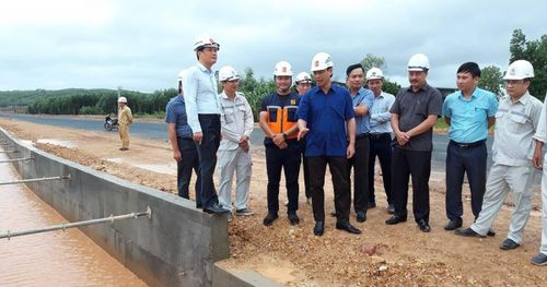 Thứ trưởng Thọ thị sát ứng phó mưa bão, tiến độ dự án Cam Lộ-La Sơn