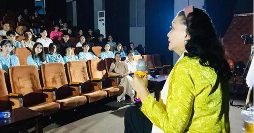 Xem lại 'Lôi vũ', kỳ nữ Kim Cương ngẫu hứng với vai Thị Bình cùng diễn viên trẻ