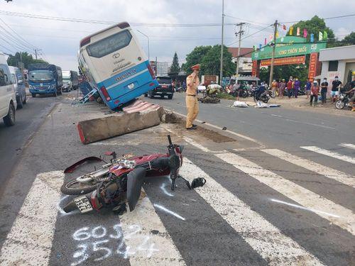 Đồng Nai: Xe khách gây tai nạn liên hoàn
