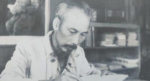 Chủ tịch Hồ Chí Minh 'phá vây' ngoại giao