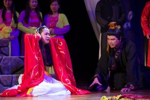 Nhạc sĩ 'Vệt nắng cuối trời' Phùng Tiến Minh lấn sân sang đạo diễn sân khấu