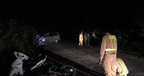 Hải Dương: Ô tô đâm vào đoàn người đi ăn cưới về, 9 người bị thương