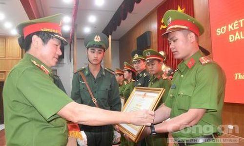 Khen thưởng vụ phá đường dây buôn 170kg ma túy của cựu cảnh sát Hàn Quốc