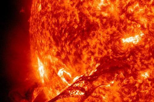 Bão Mặt Trời - Cơn thịnh nộ phát ra từ 'lò hạt nhân' khổng lồ đáng sợ thế nào?