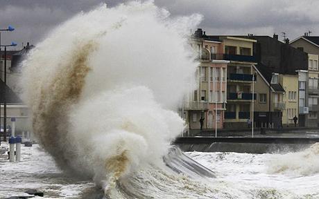 Pháp: Nhiều người mất tích do bão lớn