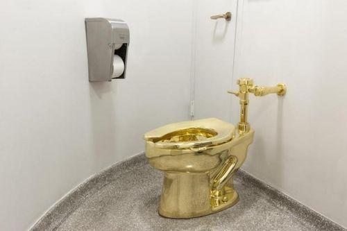Vụ trộm bồn cầu làm bằng 18 cara vàng đầy bí ẩn tại cung điện nước Anh