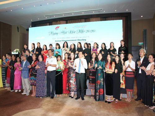 Biểu dương 50 nữ sinh dân tộc thiểu số nghị lực, học giỏi