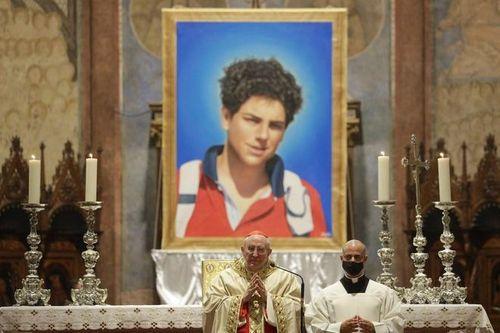 Thiếu niên Italy sắp trở thành vị thánh đầu tiên của thiên niên kỷ