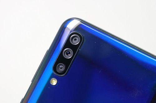 Samsung Galaxy A30s với RAM 4 GB, 3 camera sau, pin 4.000 mAh giảm giá 2 triệu đồng