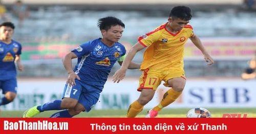 Ngày về xứ Thanh đầy 'mưa gió' của HLV Nguyễn Thành Công