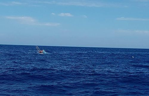 Mất liên lạc với 4 ngư dân trên tàu cá bị phá nước