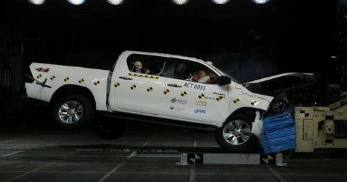 Toyota Fortuner và Hilux đạt 5 sao sau bài thử nghiệm va chạm