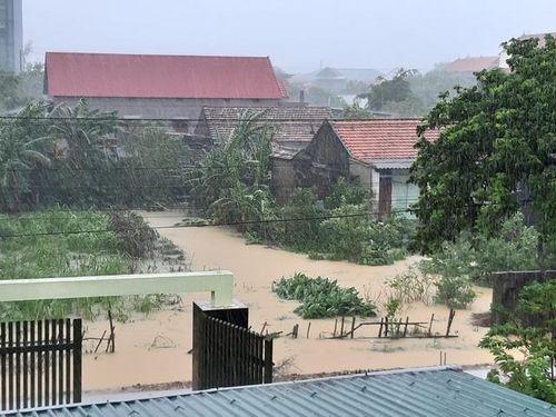 Quảng Bình: Nước lũ lên nhanh, hơn 34.000 ngôi nhà chìm ngập trong nước
