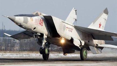 MiG-25 Liên Xô và F-15 Mỹ: Ai mạnh hơn trong không chiến?