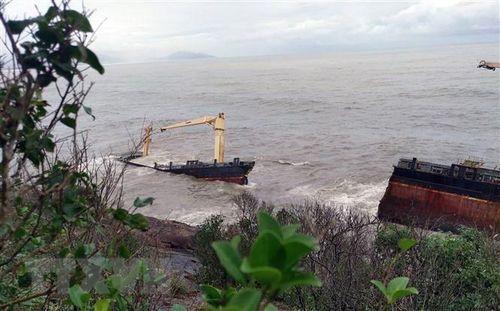 Thừa Thiên-Huế: Chưa có dấu hiệu rò rỉ dầu trên tàu Jakarta bị gãy đôi