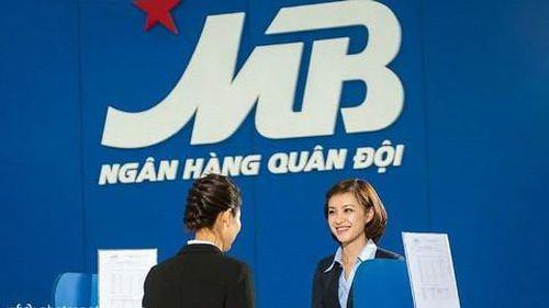 Lãnh đạo, người nhà lãnh đạo ngân hàng đăng ký mua cổ phiếu