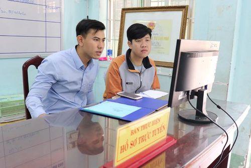 Đẩy mạnh thực hiện dịch vụ công trực tuyến và đồng hành, phục vụ Nhân dân