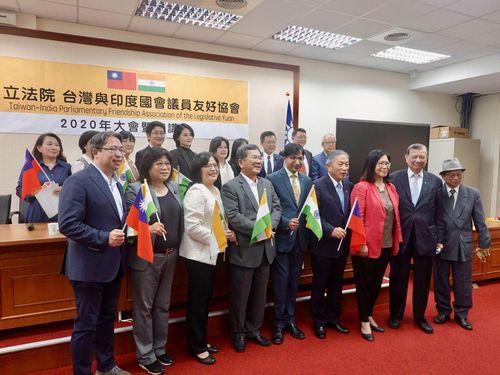 Phớt lờ cảnh báo của Trung Quốc, Ấn Độ và Đài Loan ký biên bản ghi nhớ hợp tác thương mại