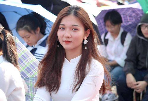 Hút hồn vẻ đẹp nữ sinh Đại học Sư phạm Hà Nội trong tà áo dài ngày khai giảng