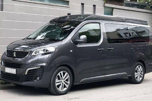 Peugeot Traveller 'chạy lướt' rao bán 1,9 tỷ trên sàn xe cũ