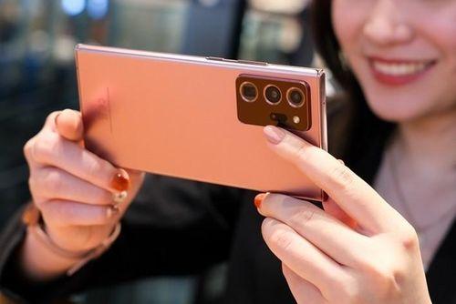 5 tính năng iPhone 12 vẫn nên 'mượn' từ smartphone Samsung
