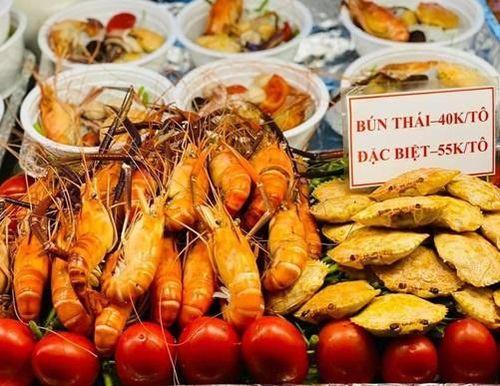 Thưởng thức ẩm thực xứ chùa vàng tại hội chợ Việt - Thái Bảo Lộc
